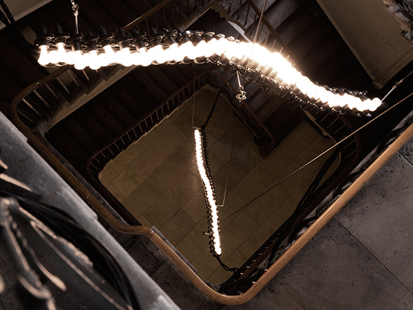 Plumen-Spine-with-002-LED-Somerset-House-top_sm